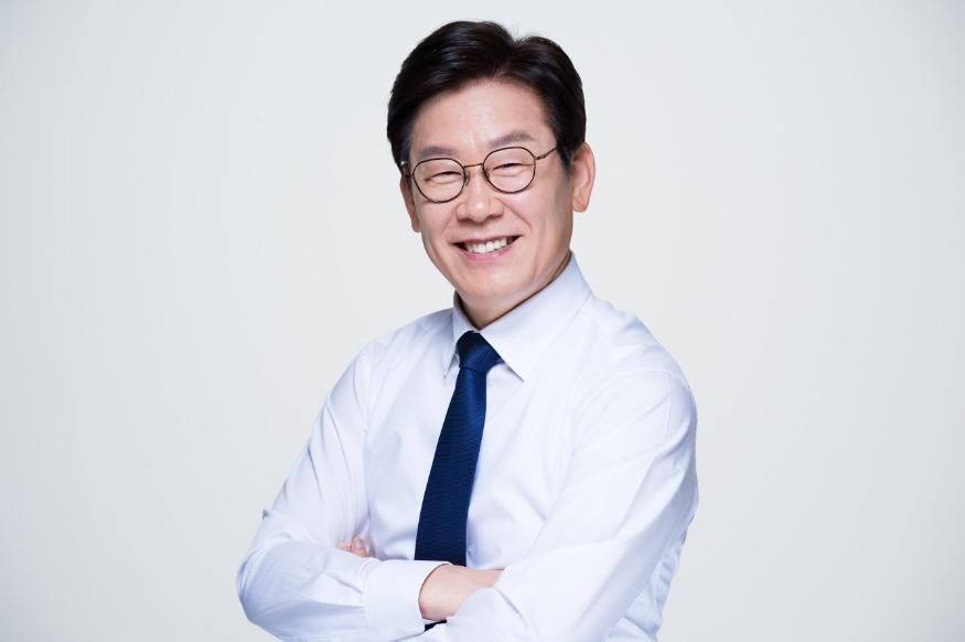 이재명+경기도지사신문2020년 5월.jpg